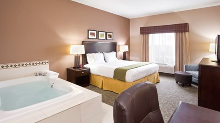 Holiday Inn Express Hotel & Stes SE Suite