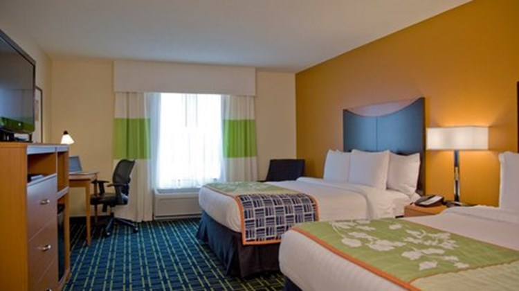 Fairfield Inn & Suites EastChase Room