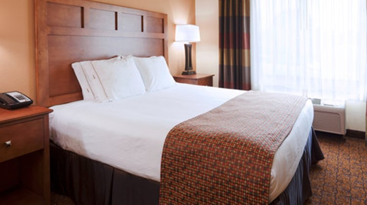 Holiday Inn Express Hotel & Stes Suite