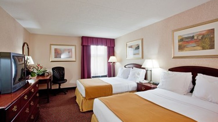 Mulberry Inn & Plaza at Fort Eustis Room