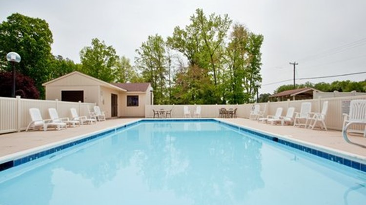 Mulberry Inn & Plaza at Fort Eustis Pool