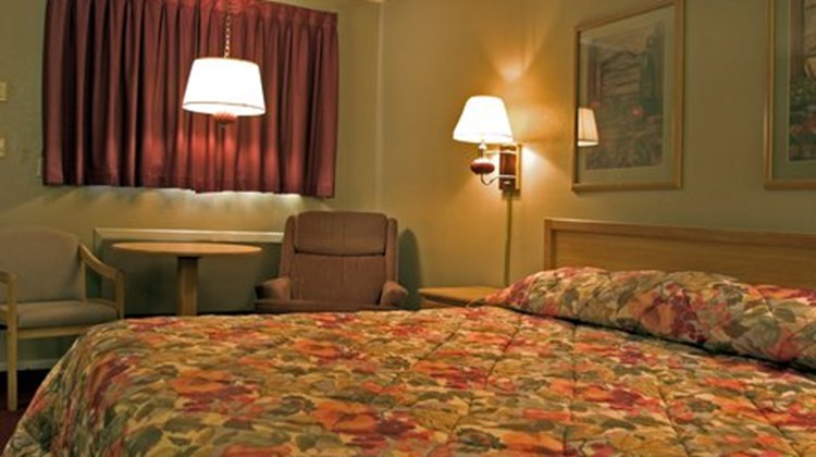 Knights Inn Colby Suite