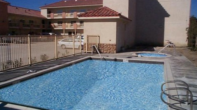 GuestHouse Inn & Suites Pico Rivera Pool