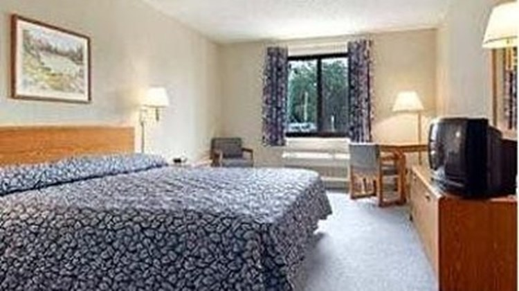 Riverview Inn & Suites Oconto Room