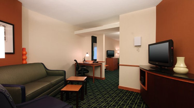 Fairfield Inn & Suites Mahwah Suite
