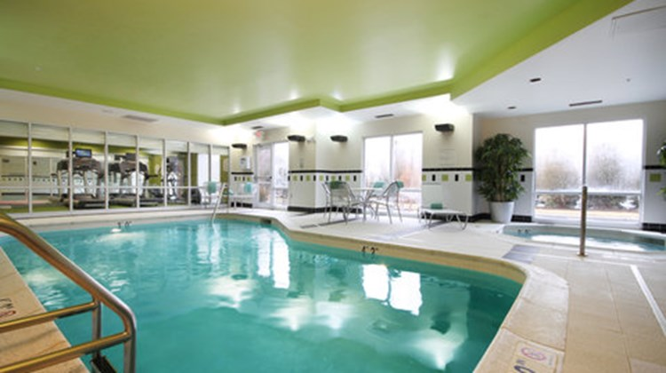 Fairfield Inn & Suites Mahwah Pool