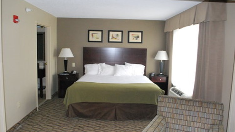 Holiday Inn Express West Bloomington Suite