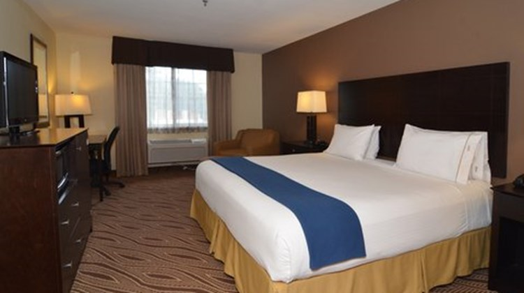 Holiday Inn Express & Airport North Room