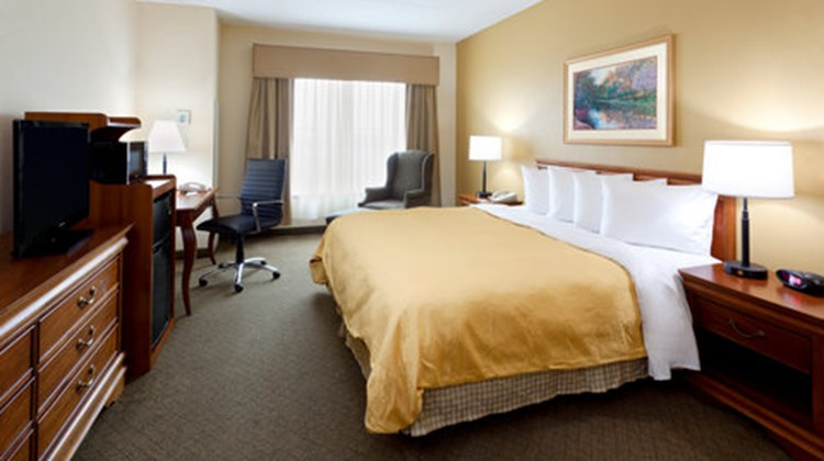 Country Inn & Suites Newark AP EWR Room