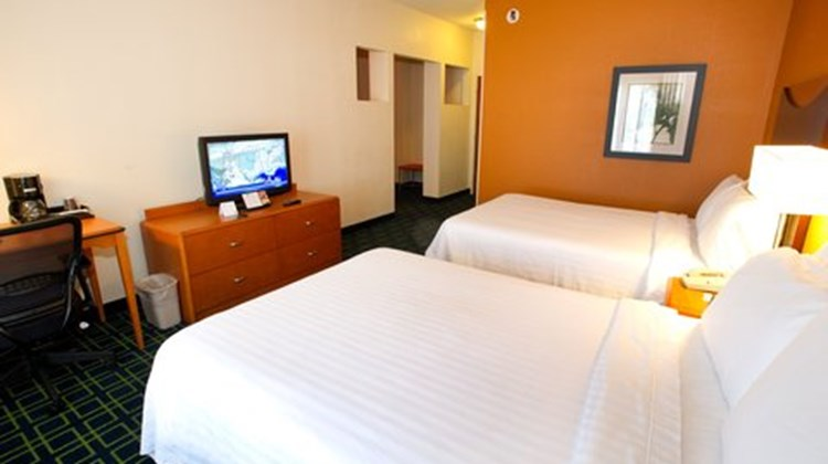 Fairfield Inn by Marriott Room