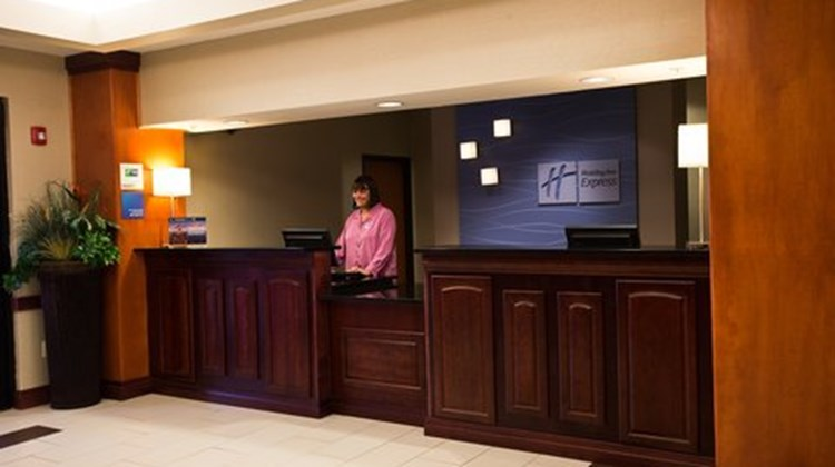 Holiday Inn Express and Suites Urbandale Lobby