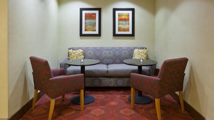 Hampton Inn Rockford Lobby