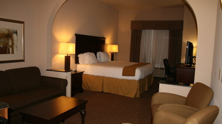 Holiday Inn Express Kingsville Suite