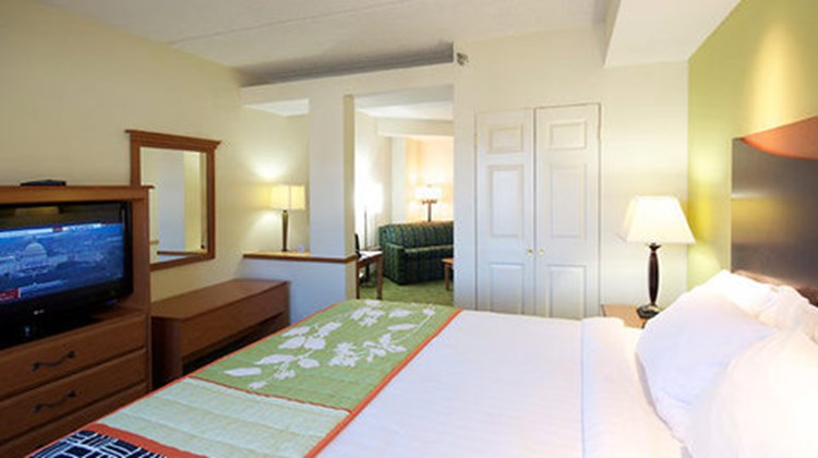Fairfield Inn & Suites Hickory Room