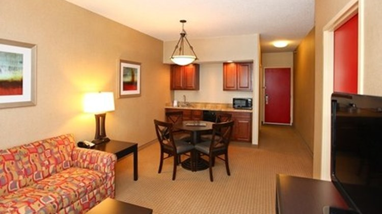 Holiday Inn Express & Stes Olathe North Suite