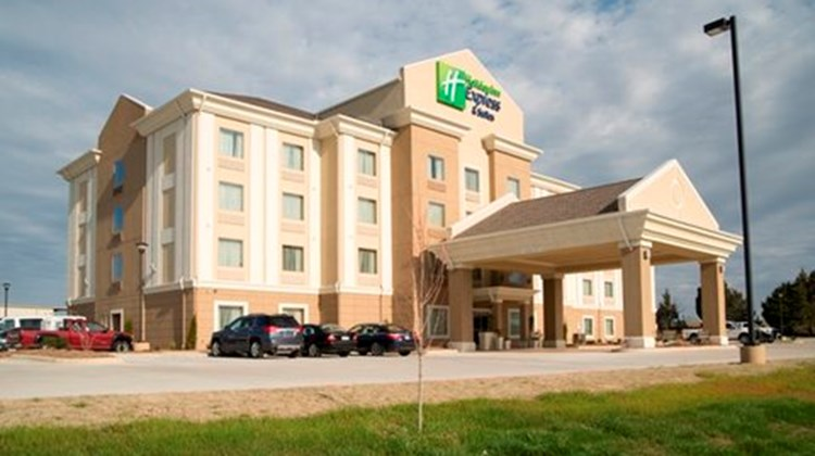 Holiday Inn Express & Suites Morrilton Exterior