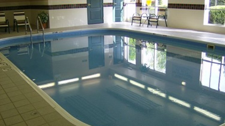 Country Inn & Suites Springfield Pool