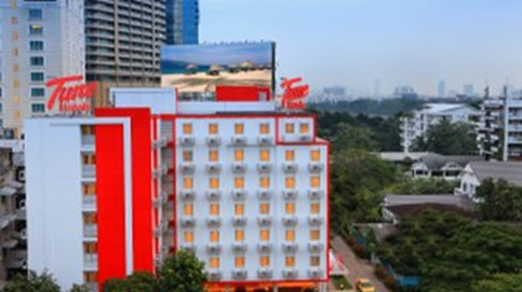 Red Planet Hotel Asoke Exterior