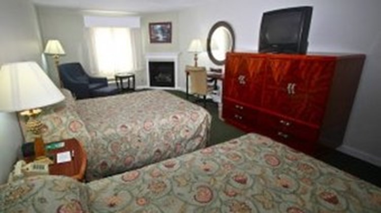 Fireside Inn & Suites Room