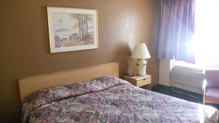 Budget Host Inn Room