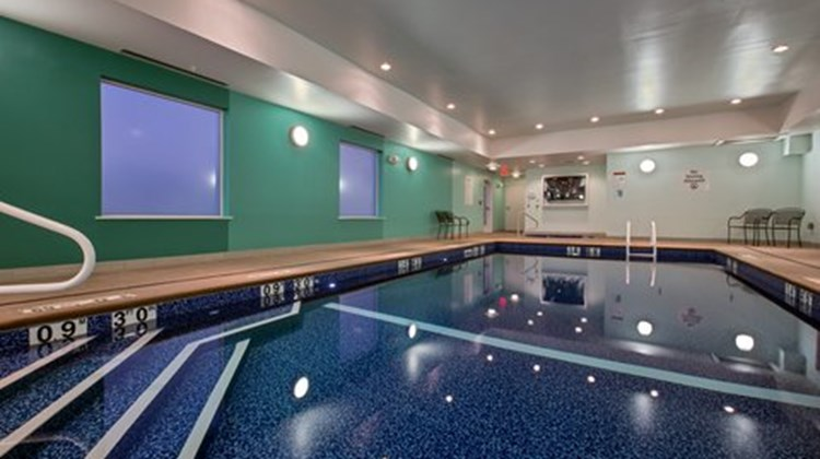 Holiday Inn Express & Suites Carlisle Pool