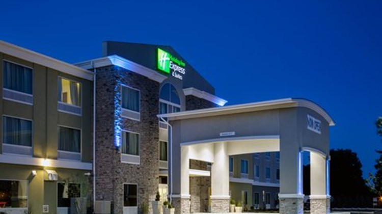 Holiday Inn Express & Suites Carlisle Exterior