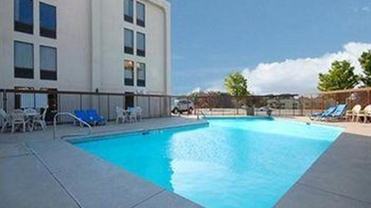 New Victorian Inn & Suites Omaha Pool