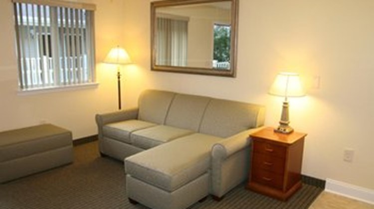 Affordable Suites Augusta Room