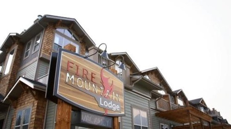 Fire Mountain Lodge Exterior
