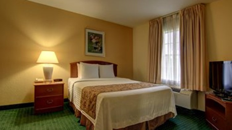 Home Towne Suites of Montgomery Room