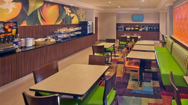 Fairfield Inn & Suites by Marriott Restaurant