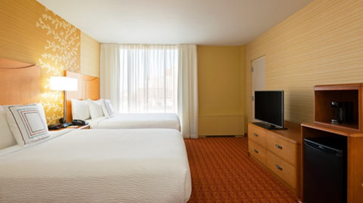 Fairfield Inn & Suites Downtown Room