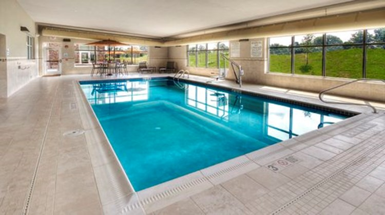 Holiday Inn Express & Stes Pittsburgh SW Pool