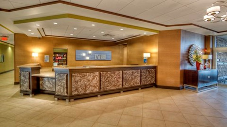 Holiday Inn Express & Stes Pittsburgh SW Lobby