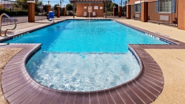 Candlewood Suites Baytown Pool