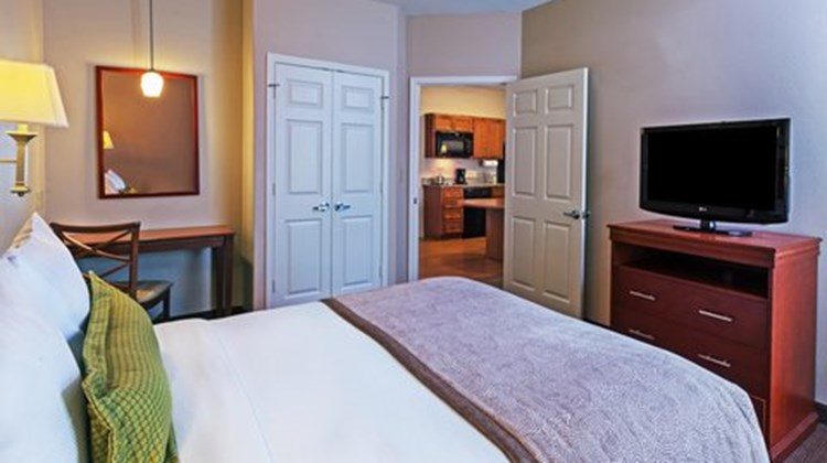 Candlewood Suites Baytown Suite