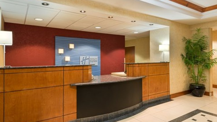 Holiday Inn Express & Suites Richmond N Room