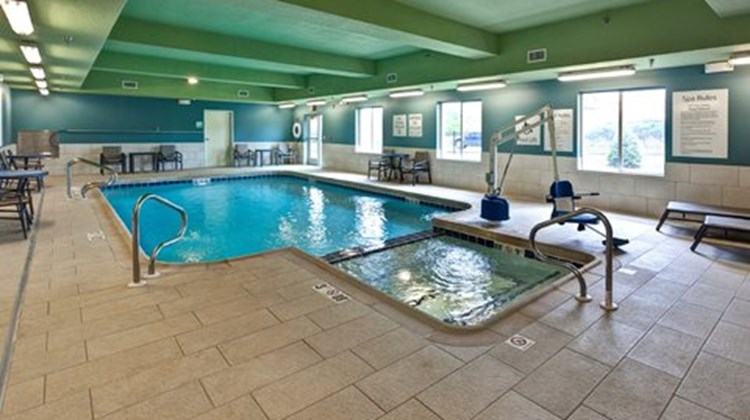 Holiday Inn Express & Suites Manhattan Pool