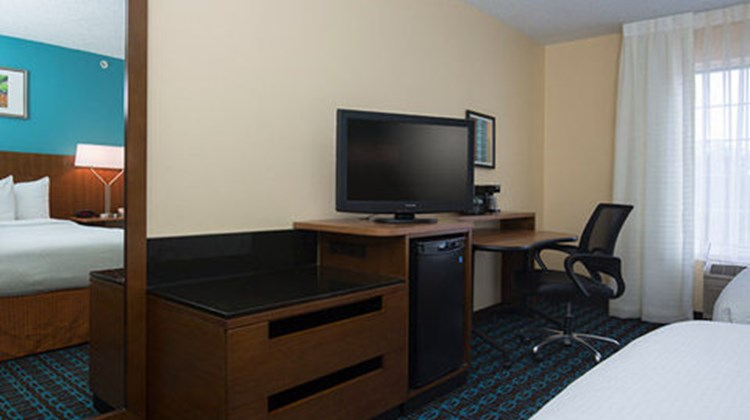 Fairfield Inn & Suites, The Woodlands Room