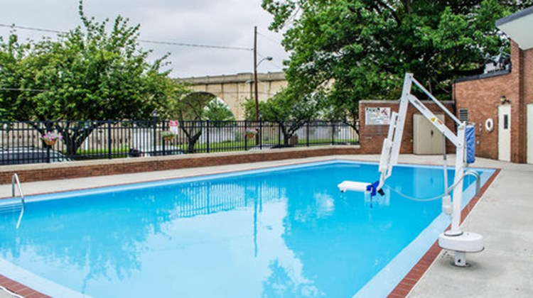 Comfort Inn Riverfront Pool