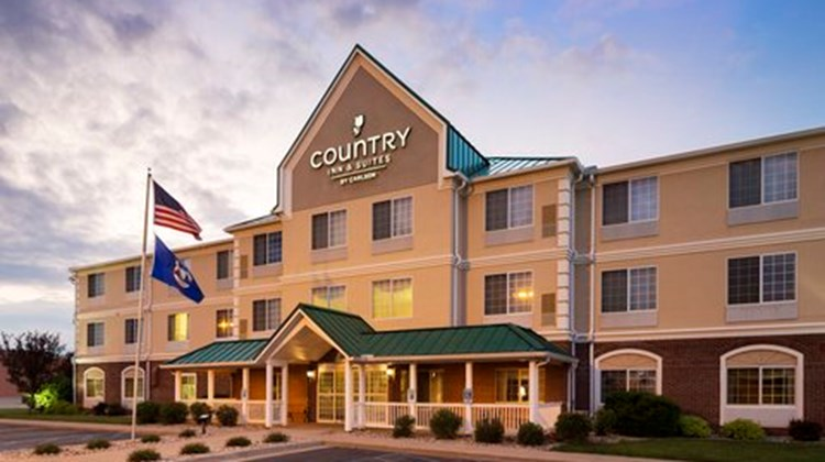 Country Inn & Suites Big Rapids Exterior