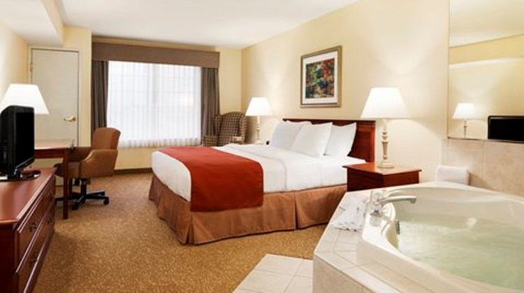 Country Inn & Suites Big Rapids Suite