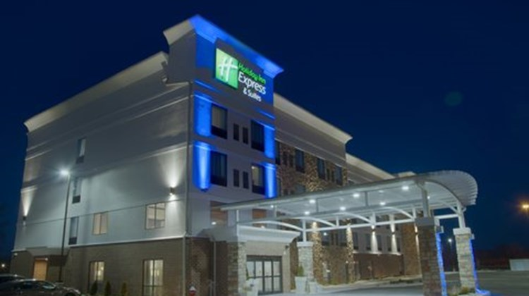 Holiday Inn Express & Suites Sidney Exterior