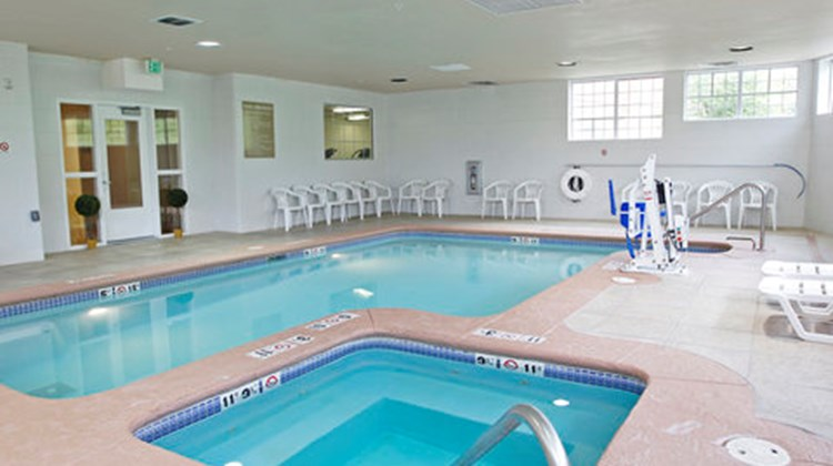 Candlewood Suites Meridian Business Ctr Pool