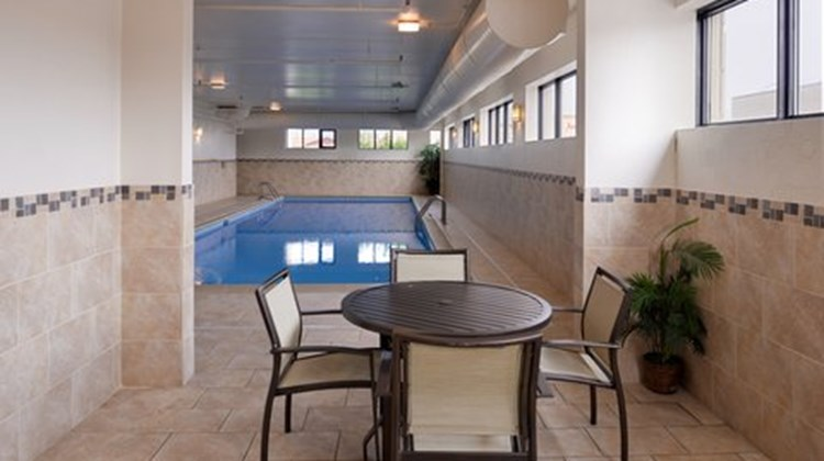 Holiday Inn Express Crestwood Pool