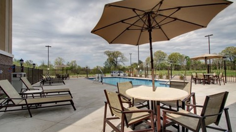 Holiday Inn Express Natchez South Pool