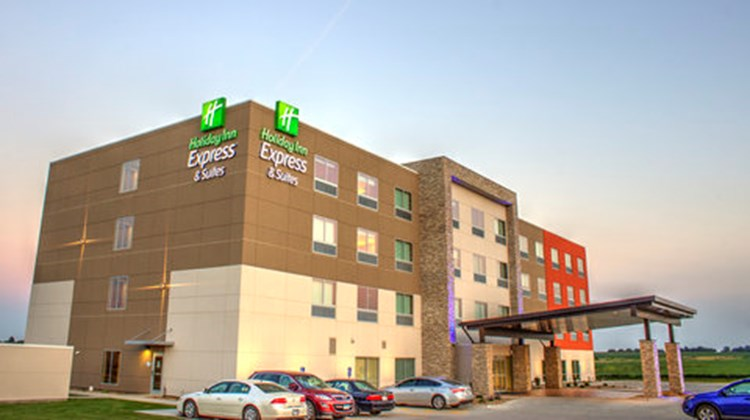 Holiday Inn Express & Suites Spencer Exterior