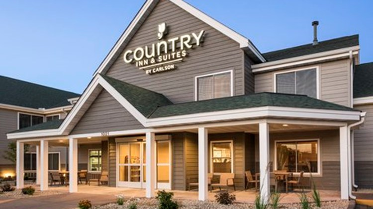 Country Inn & Suites Chippewa Falls Exterior