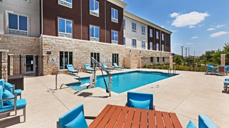 Holiday Inn Express & Suites Killeen Pool