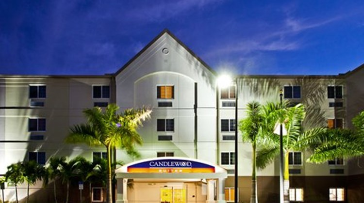 Candlewood Suites Ft Myers Northwest Exterior